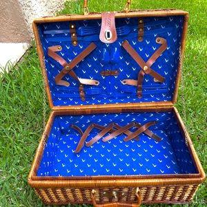 Gray Goose picnic basket. EUC